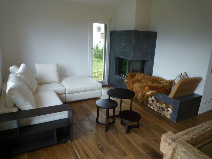 Living room Chalet  Valbella/Lenzerheide - Switzerland #Flexform #Groundpiece sofa and Flexform Jiff small tables