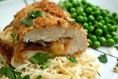 Étkezési tervezés 101: töltött csirke Brie, balzsamos karamellizált hagymával