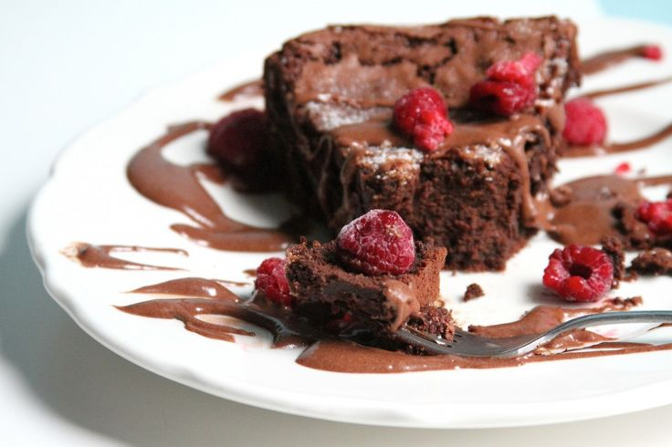 Flourless Chocolate Whiskey Cake with Chocolate Whiskey Pudding Sauce ...
