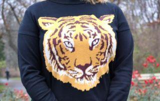 http://tohavefabulousday.blogspot.com/   Sweter z tygrysem :-) Mój ulubiony. Od razu jak go zobaczyłam, na stronie internetowej wpadł mi w oko. Zakupiłam go kilka miesięcy temu na ASOS i od tego czasu...