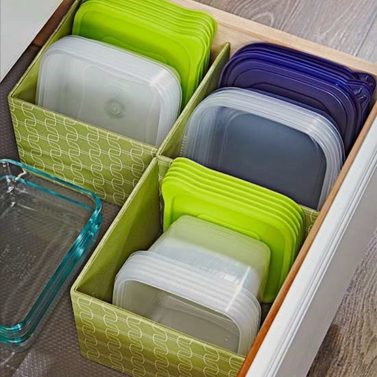"""Organizado Lar no Instagram: """"Guardar os potes plásticos e suas respectivas tampas em cestas. Ideia retirada do Pinterest #organizadolar #otimizesuavida #poupetempo…"""""""