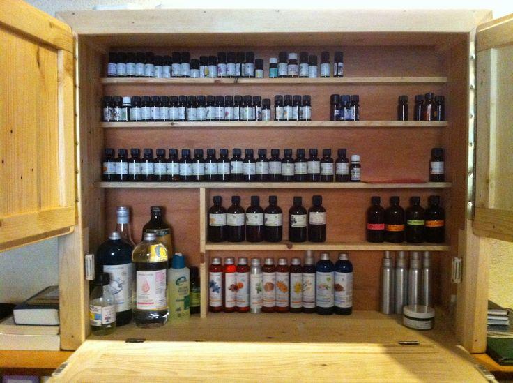 rangement pour huiles essentielles en bois de palettes. Black Bedroom Furniture Sets. Home Design Ideas