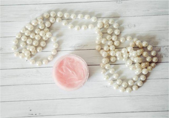 Easy DIY Lip balm  #beauty #beautyblogger #beautyblog #bblogger #bblog #lipbalm #DIYlipbalm
