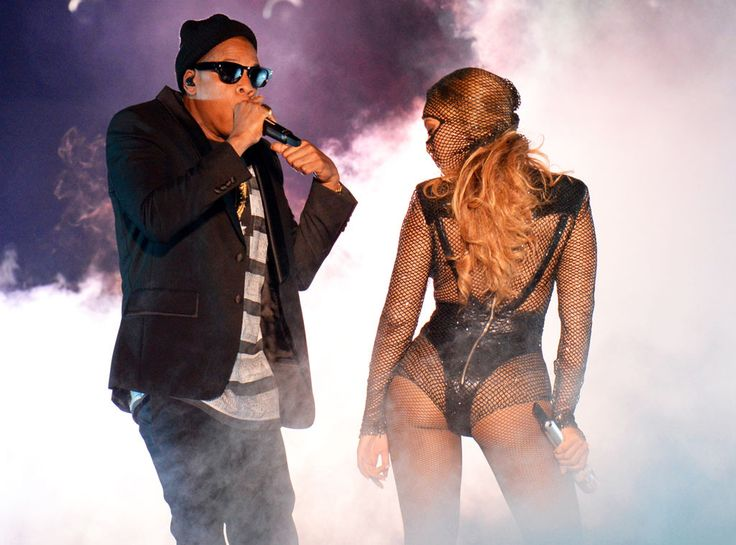 Jay-Z, Beyonce SMOKIN' HOT You bet Jay Z is sneaking a peek at that view behind those dark sunglasses.