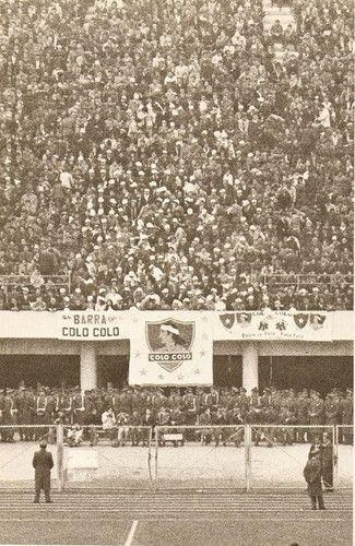 ¿QUIEN ES CHILE? * ¡COLO-COLO! : Fotografía de la Barra de Colo-Colo en 1963.