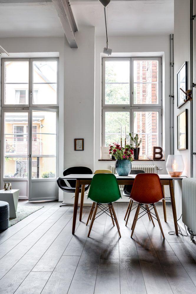sillas eames colores estilo nórdico duplex pequeño dúplex industrial - decoracion de espacios pequeos