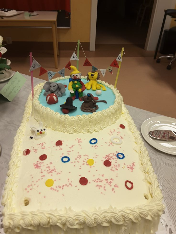 Päiväkoti Esikon 40-vuotis juhlakakku, Anne taiteili oikein upean sirkusaiheisen kakun!