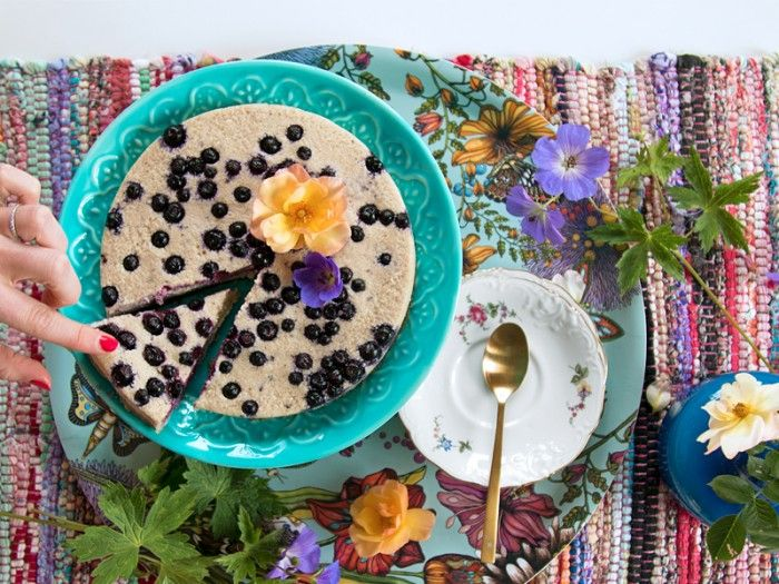 RawFood Cake with blueberries - Happy Healthy Hunters