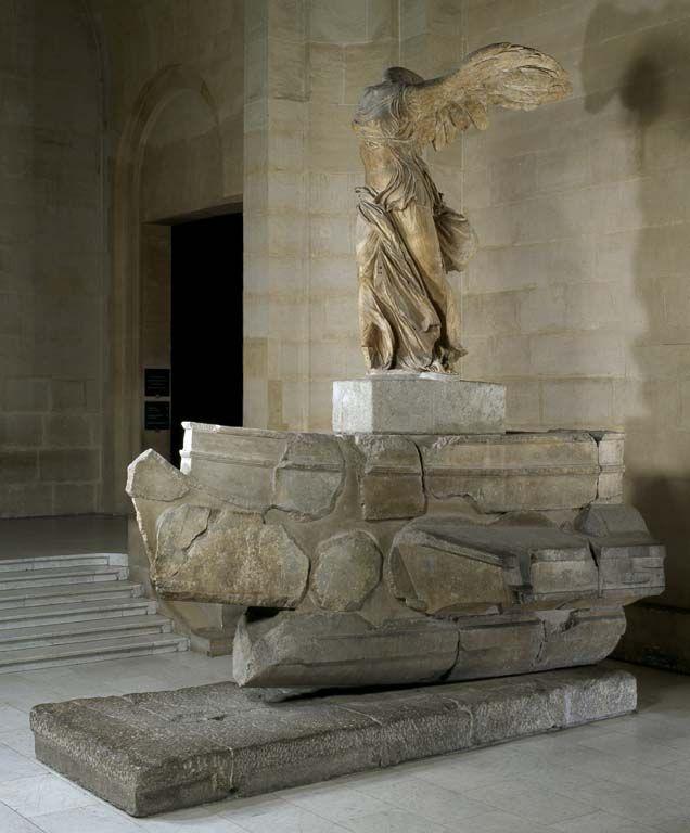 Ника Самофракийская (II в. до н. э.) — древнегреческая мраморная скульптура богини Ники, найденная на острове Самотраки на территории святилища кабиров в апреле 1863 года французским консулом и археологом-любителем Шарлем Шампуазо. В том же году она была отправлена во Францию. Была создана в честь богини победы Ники и победы в морской битве. Она стояла на отвесной скале над морем, её пьедестал изображал нос боевого корабля.