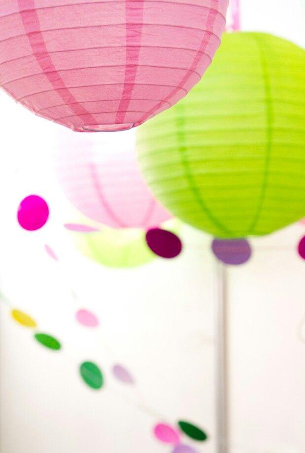 Бумажные шарики для оформления экспоместа