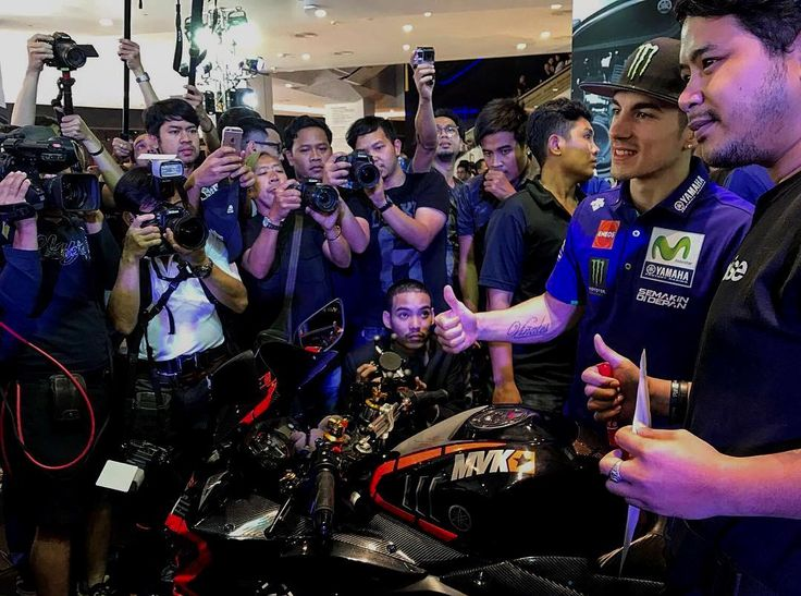 Something tells us THIS custom Yamaha design was quite popular with @maverickvinales25 🤔🤔 // #MVK @yamahamotogp #MotoGP Repost by @motogp
