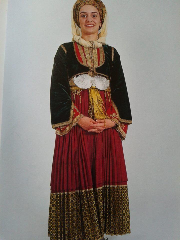 """Β. Σποράδες και Τρίκερι Σκιάθος, νυφική φορεσιά Αθήνα συλλογή Λυκείου των Ελληνίδων.Ημερολόγιο 2001 """"Οι φορεσιές των Β. Σποράδων και του Τρικερίου"""" Από Hellenic Costume Society"""