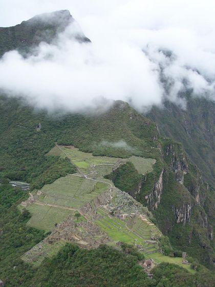 Machu Picchu. Desde que fuera descubierta el 24 de julio de 1911 por el norteamericano Hiram Bingham, Machu Picchu ha sido considerada, por su asombrosa magnificencia y armoniosa construcción, como uno de los monumentos arquitectónicos y...