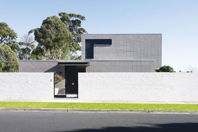 Brighton House | Greg Natale Design Deftly positioned windows and awnings on the exterior volumes.
