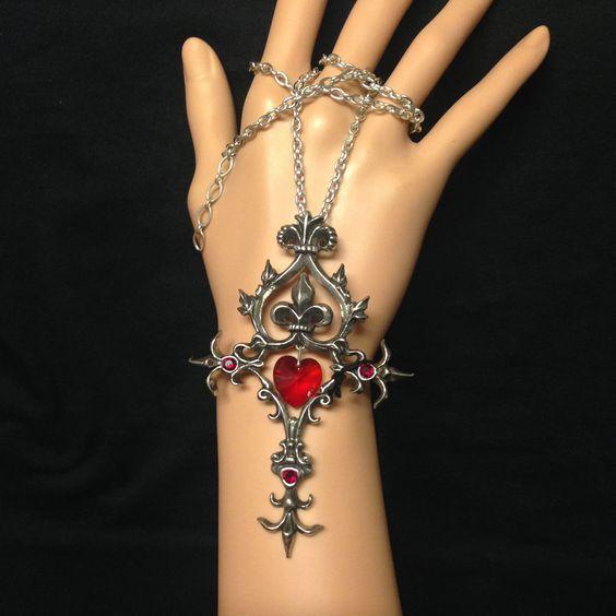 Offrez-vous ce superbe Collier Romantique Alchemy Gothic! #Pendant #Goth #Gothic #Bijoux