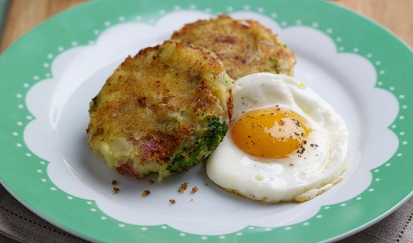 Tenderstem® bubble & squeak with caramelised onions, crisp bacon, served with fried eggs #recipe
