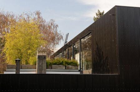 Tenemos el agrado de presentarles dos obras de arquitectos muy reconocidos chilenos, donde se aplicó nuestro nuevo Revestimiento Quadrolines Arquitecto Casa Klotz: Mathias Klotz Arquitecto Casa Hidalgo: Talhouk Arquitectos
