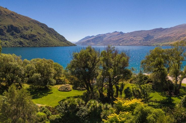 Idyllic Absolute Lakefront Cottage in Kingston, Queenstown-Lakes | Bookabach