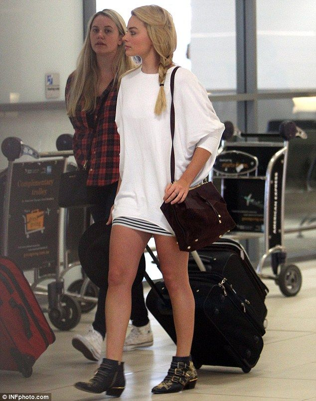 Spending Christmas at home? Margot Robbie was seen jetting into Sydney on Friday looking r...