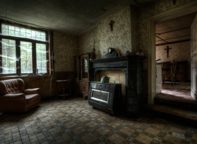 abandoned farmhouse- photographer Niki Feijen