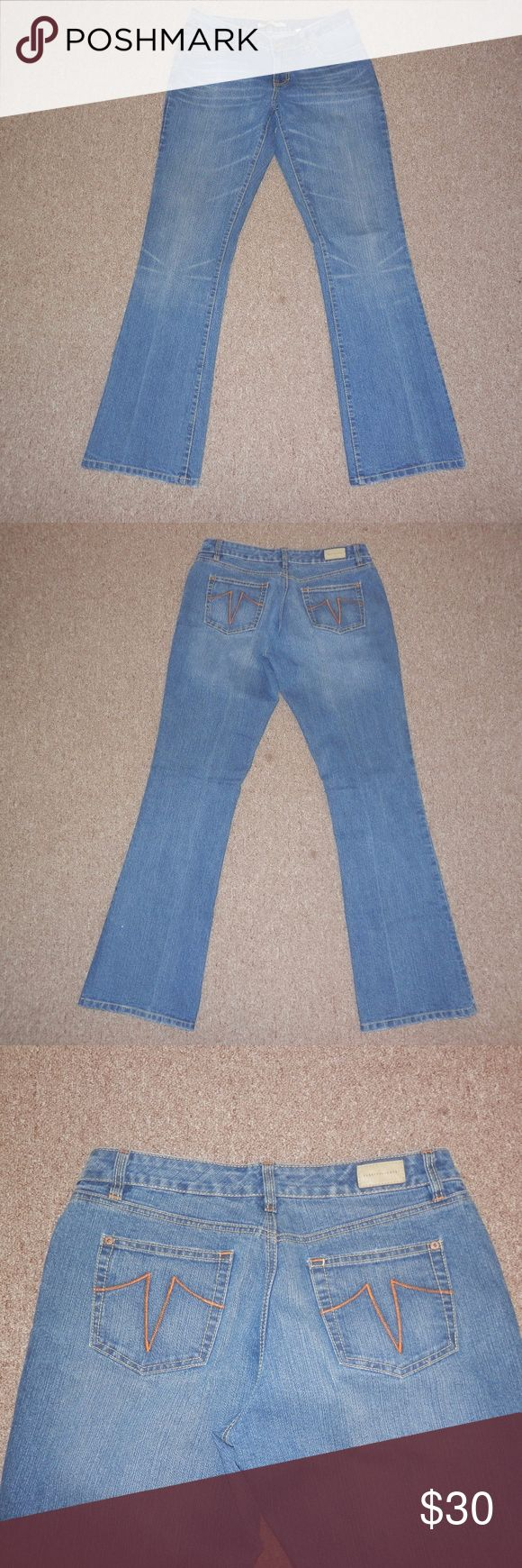 "Sz 10 Vintage Sergio Valente Mom Jeans Sergio Valente Sz 10 Vintage medium wash boot cut Mom jeans Waist 32"" Inseam 32"" Rise 9"" Excellent condition Sergio Valente Jeans"