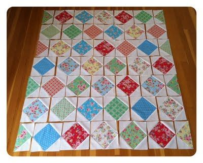 A great layout for square in a square blocks! Sew we quilt: Sugar Flowers Tutorial By Quilting In the Rain