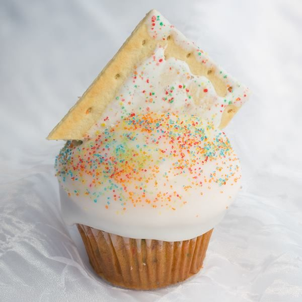 A Delicious Pop Tart Cupcake From Jilly's Cupcakes In St. Louis! Order DELIVERY: Http