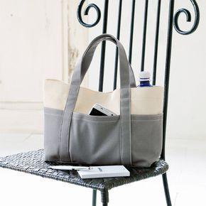 8号帆布を使い1枚仕立てでつくったトートバッグ。 生成りとグレーのクールで都会的な色の組み合わせがポイントです。