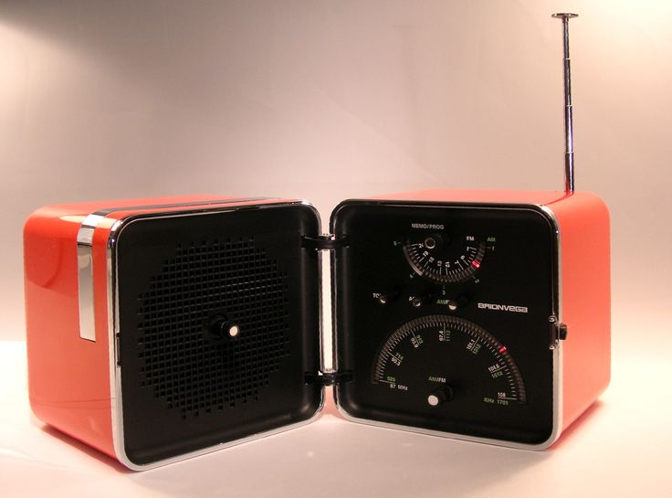 Brionvega Radio Cubo. Made in Italy. Why do these have to be so damn expensive? Want.