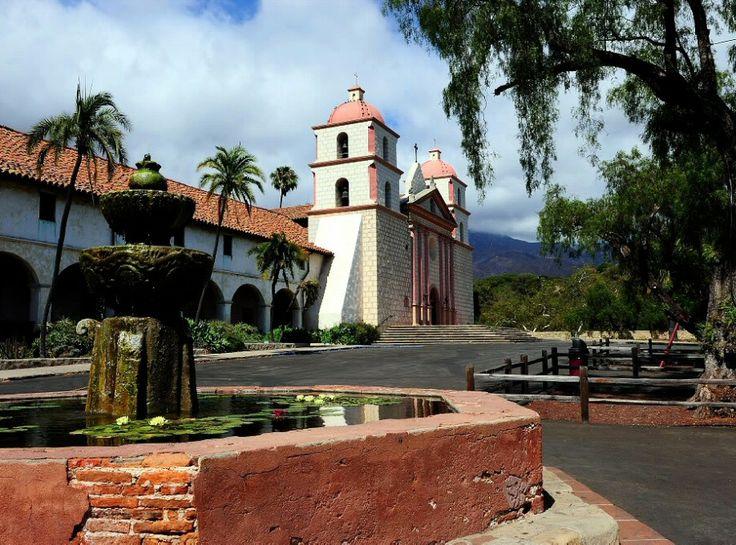 Misión de Santa Bárbara en California de estilo colonial español - Estados Unidos                                                                                                                                                      Más