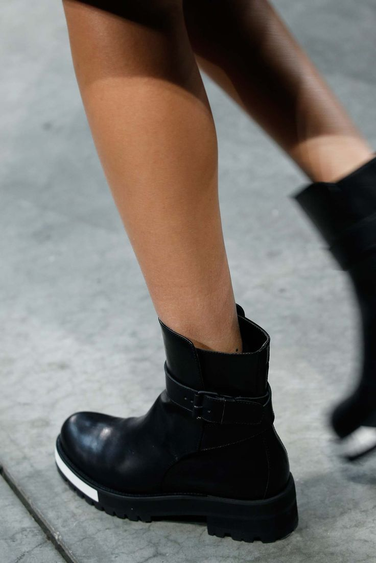 Vera Wang Fall 2015 Ready-to-Wear - Details - Gallery - Style.com