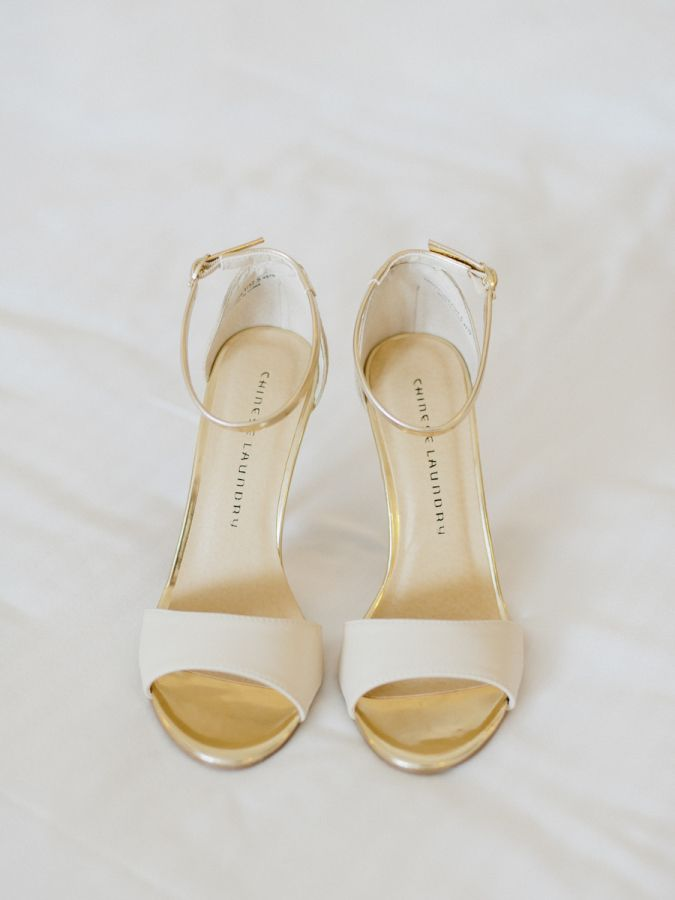 Chic nude and gold wedding shoes: http://www.stylemepretty.com/2015/11/13/bright-colorful-miami-resort-wedding/ | Photography: Merari Photography - http://merari.com/
