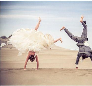 Poses para fotos de casamento divertidas