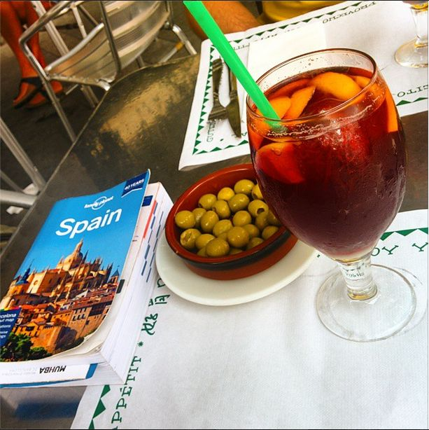 The right way to begin a #Spanish trail is definitely some #Sangria and fresh #olives. The #TravelMonk is headed for some solid adventure is in journey as he grabs his dream in Spain!