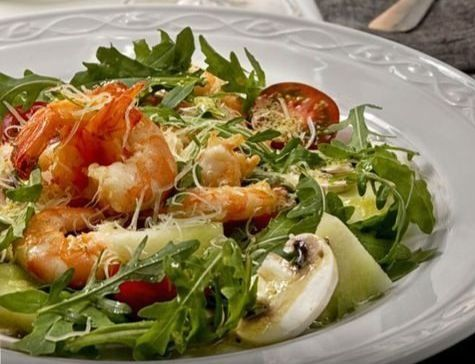 Салат с дыней и креветками — Кулинарная книга - рецепты, фото, отзывы