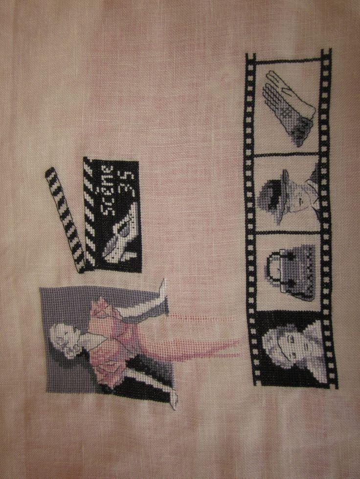 Blog : Souvenirs Brodés !  De ravissants ouvrages brodés, tout un monde de douceur, superbe !!! A visiter ! http://souvenirsbrodes.canalblog.com/archives/2013/08/07/27802708.html