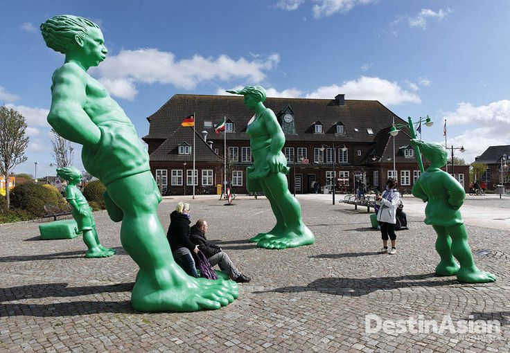 Instalasi seni di depan stasiun yang menghubungkan Sylt dan Hamburg di utara Jerman. (Foto: Getty Images)