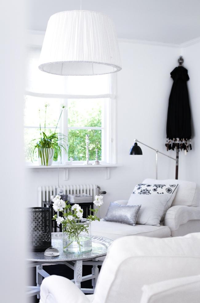 ★: Lamps, Trays Tables, Interiors Inspiration, Decor Ideas, Home Interiors, Pepaa Studios, Houses Of Philia, Decorating Ideas, White Interiors