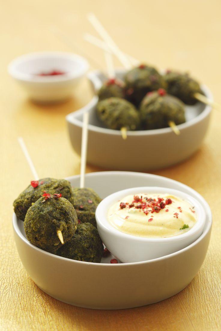 Polpette di spinaci al forno: finger food a base di patate, uova, spinaci e pangrattato; poche calorie e adatte a chi segue una dieta vegetariana.