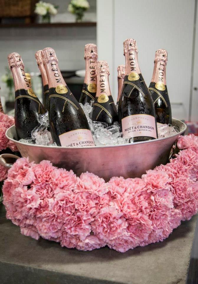 торт цветы шампанское картинки воде подразумевает