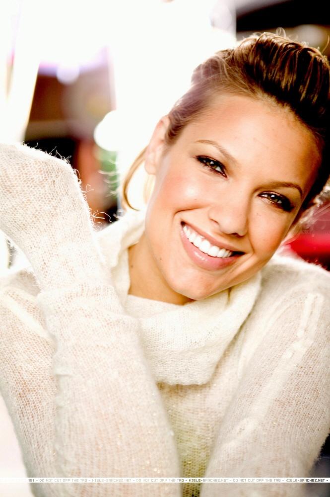 Kiele Sanchez, I'd kill for those teeth! She always has perfect hair and makeup too.