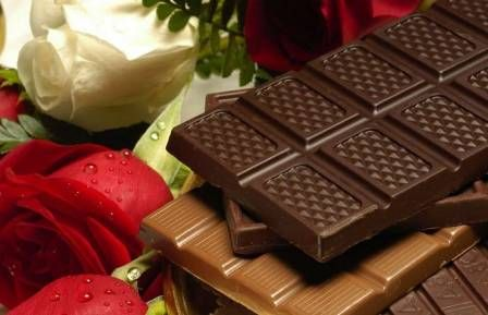 Мир любит шоколад. Каждый год американцы потребляют 3 миллиарда фунтов. Однако потребление США значительно отстает от тех, кто любит шоколад, таких как Швейцария, Германия и Великобритания. Мы наслаждаемся шоколадом не только из-за его чудесного вкуса. Нам это нравится из-за того, что мы чувствуем при этом. Необычно, что что-то настолько откровенно вкусное также полезно для вас, …