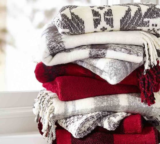 Incorporating Red Green In Every Room For The Holidays: Pottery Barn #maisonsimons #decor