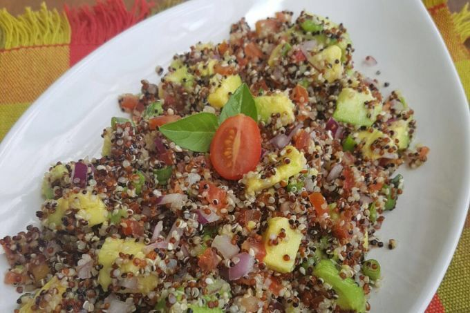 Salada de quinua com abacate é um acompanhamento muito nutritivo