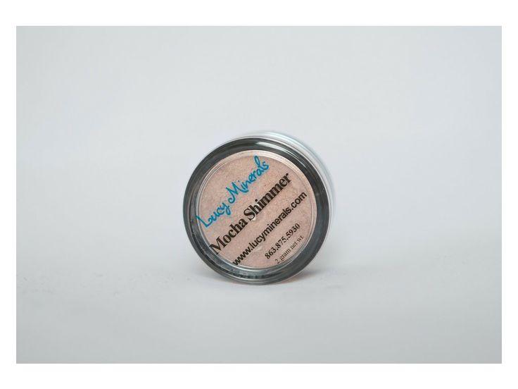 Mocha Shimmer je krásný kávový odstín se shimmerem.   Požadavky na kvalitu a výdrž očních stínů jsou u většiny žen stejné. Ať už jste vrcholová sportovkyně, tajná agentka, máma na plný úvazek nebo