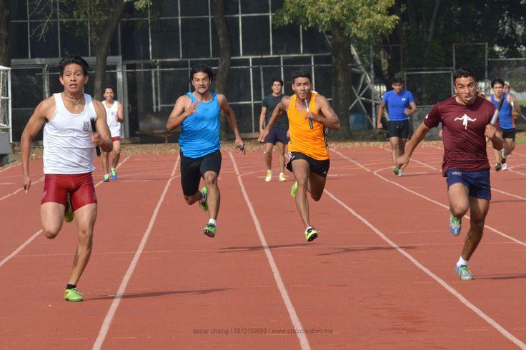 151205. CDMX. IPN Zacatenco. Ahí vienen!  #clubcreativomx #ideorreas #ideas #espacio #tiempo #atletismo #ipn #pistaycampo #burrospardos #run #megustacorrer #ahivienen