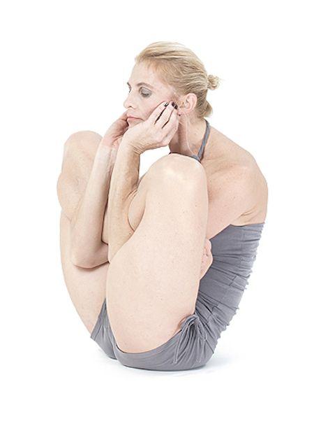 Jak krok po kroku wykonać garbha pindasana uczy Basia Lipska. #30dnizjoga #joga #asany #portalyogi