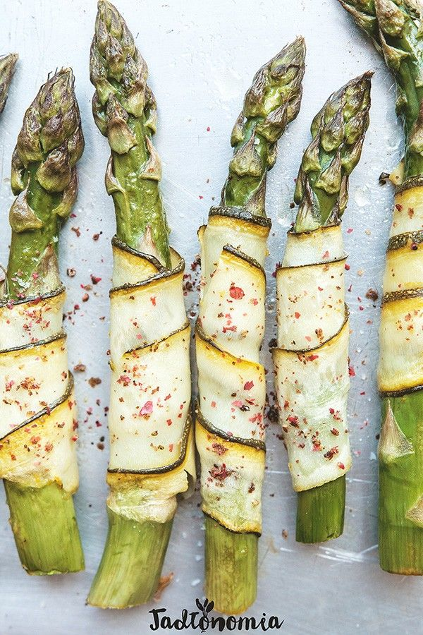 Szparagi w cytrynowej cukinii