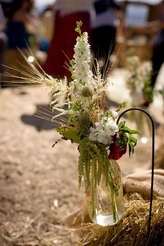 Best 25 milk bottle flowers ideas on pinterest decorate for Flowers in glass bottles
