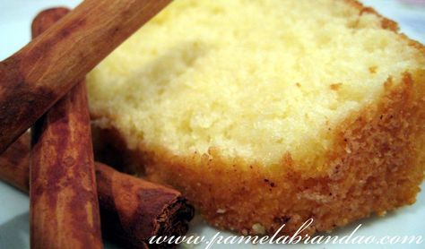 This is a easy and delicious cake, you can make it very quickly. It is excellent to eat in a breakfast or in a afternoon coffee, but be very careful , because it will disappear in a instant… haha. …